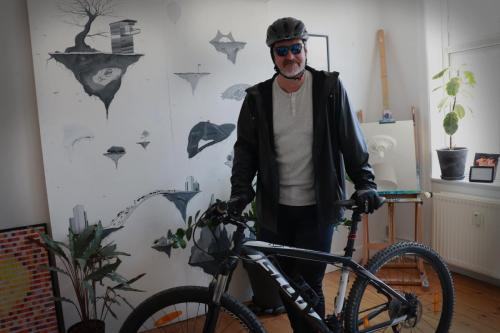 Mountainbike-kortfilm i lejlighed for filmstuderende 2020